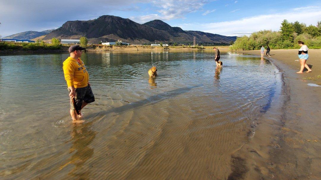 Pioneer Park Beach Off-Leash Dog Park - Kamloops - BC (1)